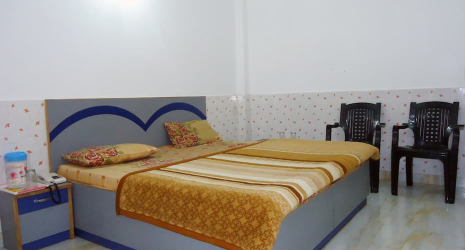 New Suri Guest House, Banganga Road,